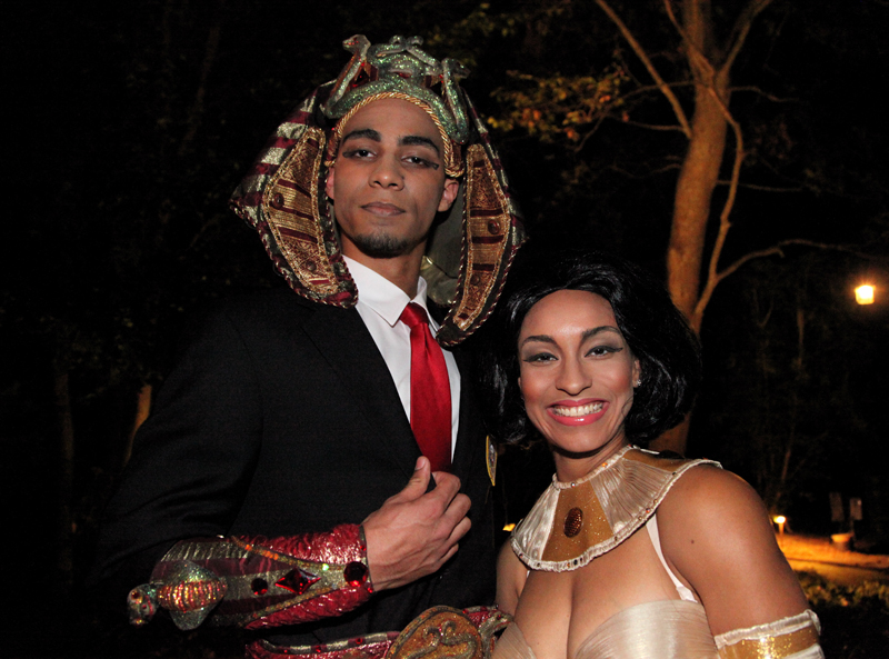 Barack &amp; Michelle Obama impersonators hosts ancient egyptian gala