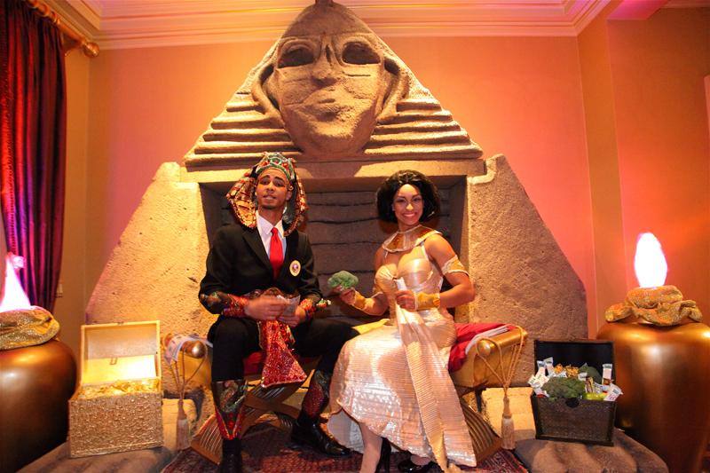 Barack & Michelle Obama impersonators hosts ancient egyptian gala